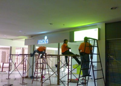 maxis sign (6)